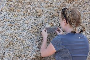 Lizzie measuring grain size