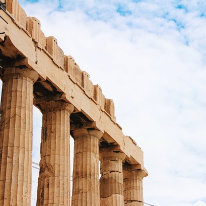 Most statues and buildings were made with marble.