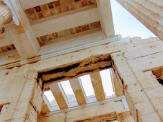 Figure 5: Shortly after construction efforts came to a halt, the YSMA announced a new phase in the project that requires a budget of 5 million euros. This includes reconstructing the roof of the Propylaia, complete with re-painting motifs that mimic the ones that originally decorated the space.