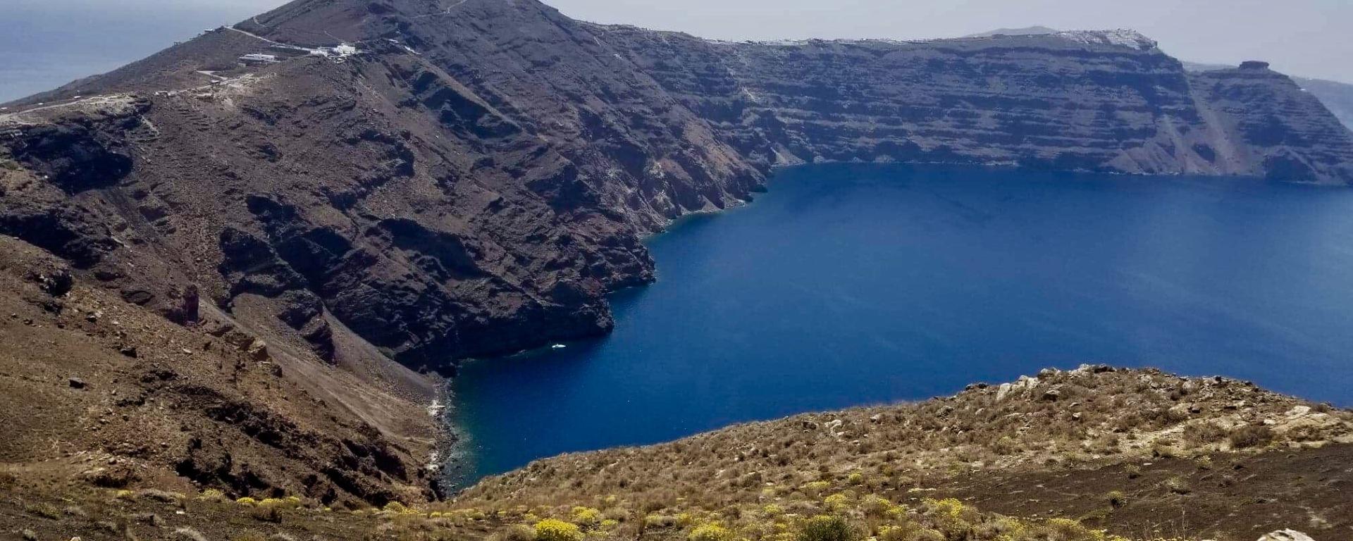 The Complex History Of Santorini S Early Caldera Complex